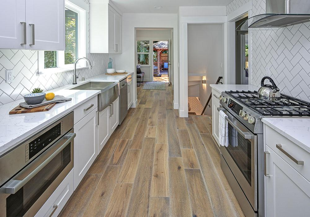 https://www.rightwaycontracting.ca/wp-content/uploads/2020/09/serv-kitchen.jpg